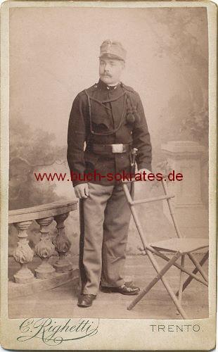 CdV Foto Mann (wohl Polizist) aus Trento / Trient in Uniform mit Mütze (ca. 1910)