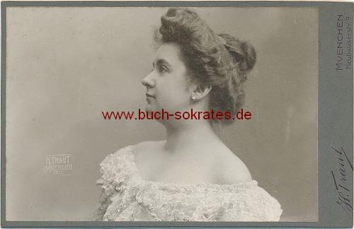 Kabinettfoto Junge Frau aus München (ca. 1901)
