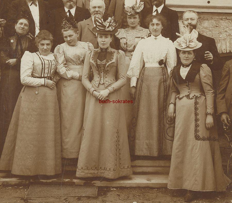 Kabinettfoto Gruppe Frauen u. Männer vor großem Haus stehend (ca. 1915)