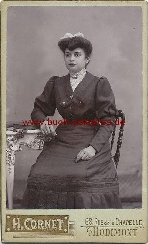CdV Frau aus Hodimont / Verviers / Belgien mit Schleife im Haar (ca. 1900)