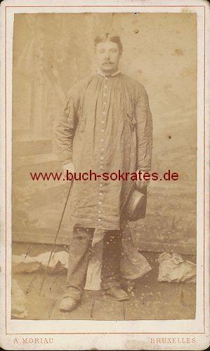 Mann aus Brüssel / Bruxelles (Belgien) mit Spazierstock u. Hut (ca. 1890)