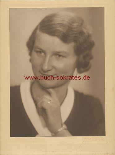 Frau mittleren Alters aus Frankfurt a.M. (ca. 1930)