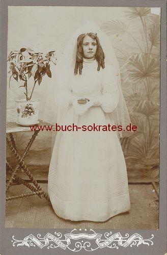 Junge Frau aus Vilvorde Belgien im Kommunionskleid (ca. 1910)