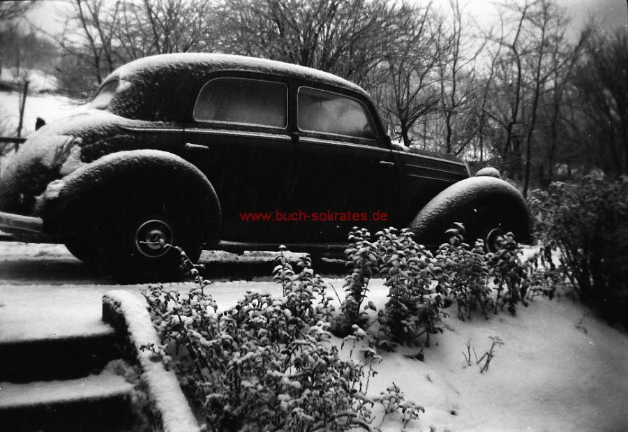 Negativ Aufnahme Mercedes-Oltimer-Auto von der Seite (ca. 1955)