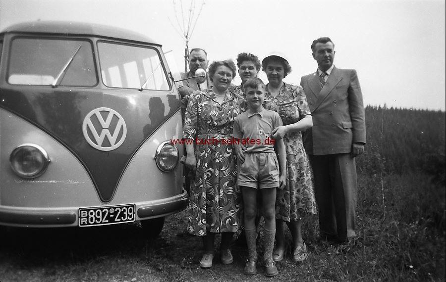 Konvolut 50 Negative BMW-Motorradgespann, VW-Bus mit BR-Kennzeichen (= Britische Zone Nordrhein-Westfalen) (ca. 1955)