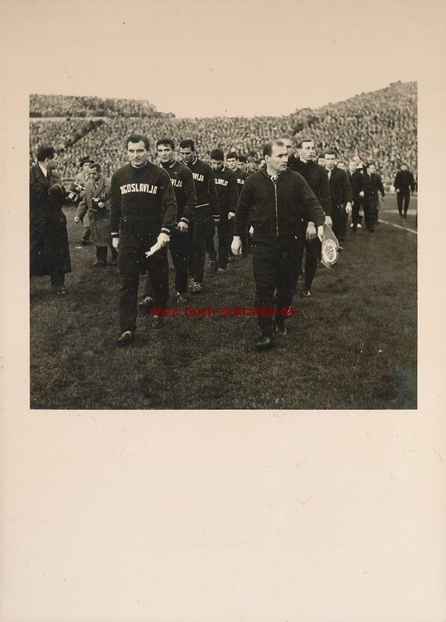 Foto Fußball-Länderspiel Deutschland - Jugoslawien Niedersachsenstadion Hannover / Branko Zebec (1959)