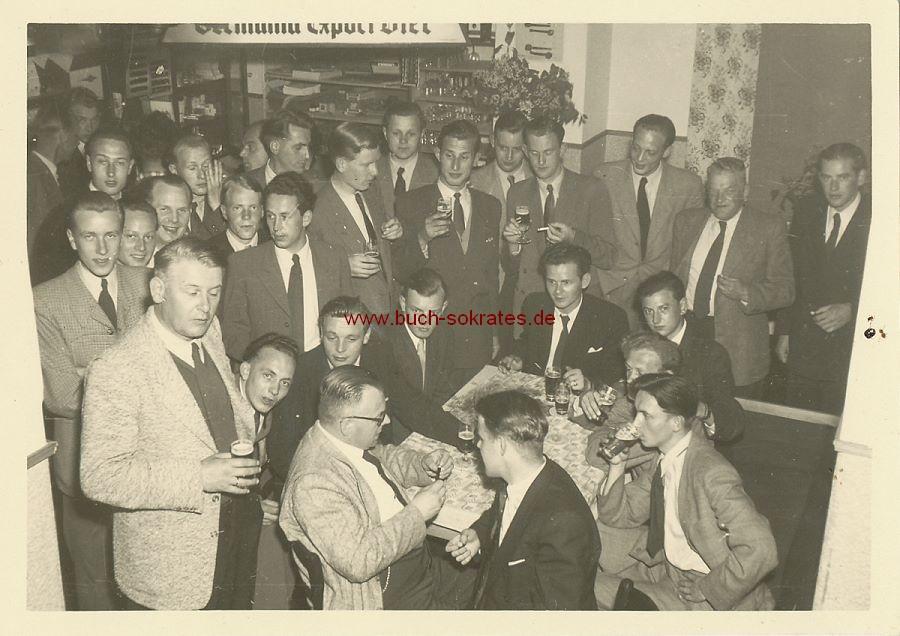 Foto Männer in einer Kneipe (1953)