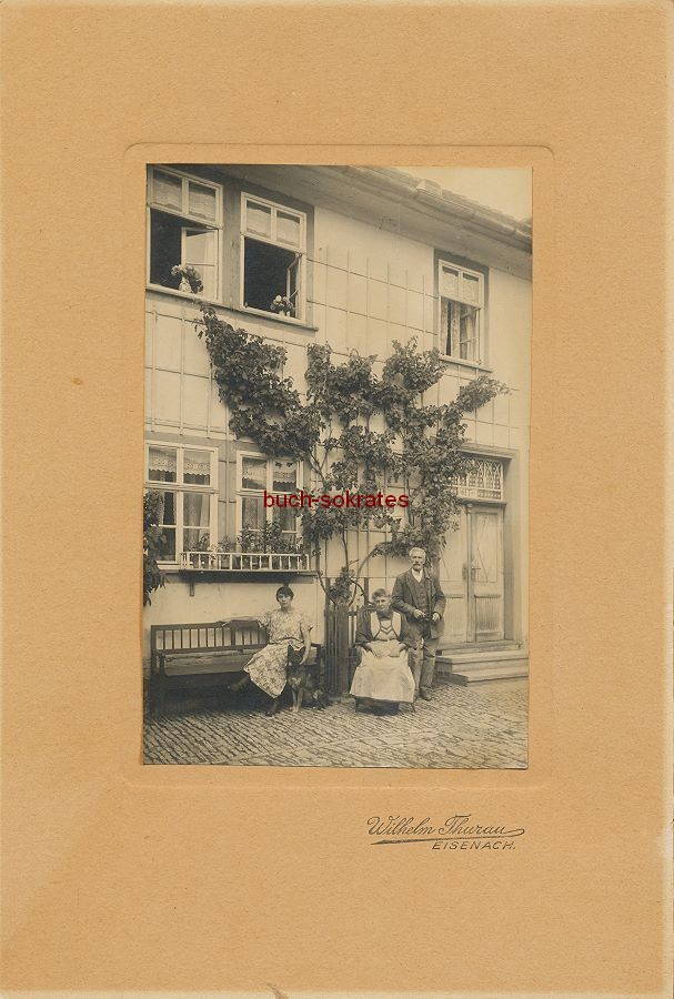 Kabinettfoto Familie aus Eisenach / Thüringen vor ihrem Haus mit Weinspalier (1924)
