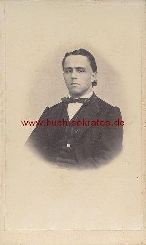 Jüngerer Mann aus Österreich im Anzug (ca. 1870)