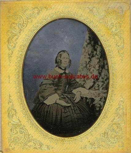 Ambrotypie - Frau mittleren Alters im Reifrock (ca. 1850)