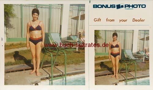 Foto Frau aus Belgien im Bikini am Pool - Bonus Photo (ca. 1965)