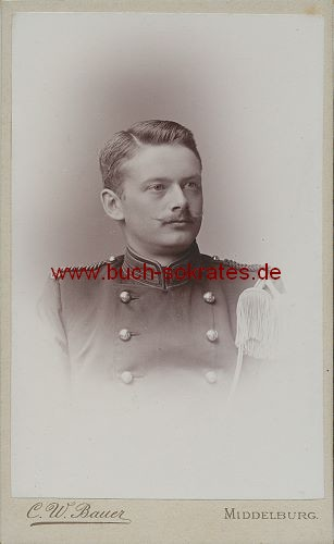 Junger Mann aus Middelburg / Holland in Militäruniform (ca. 1910)