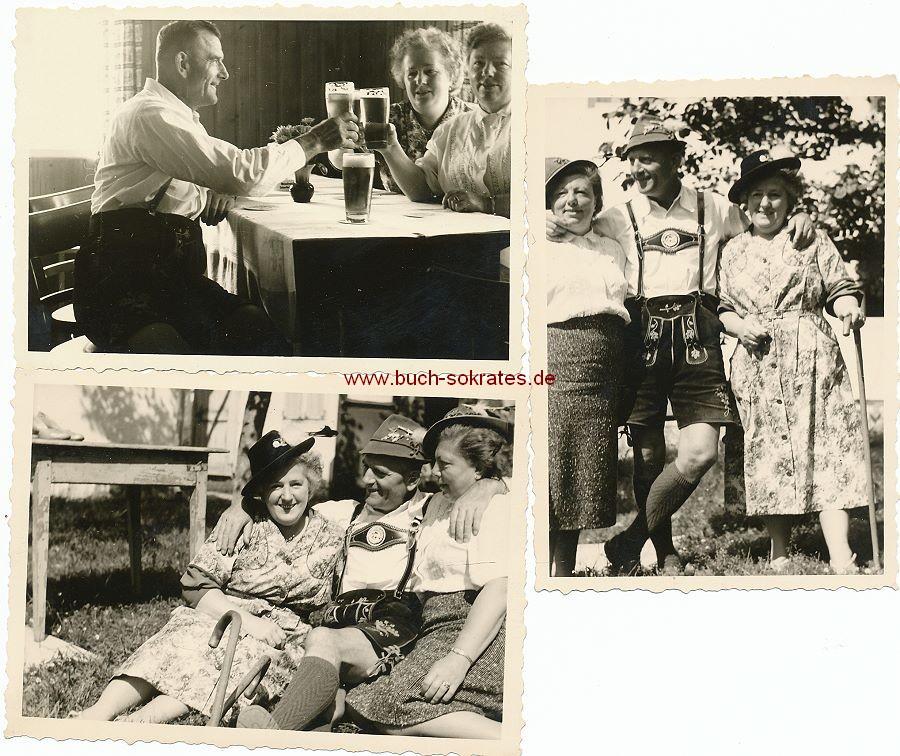 Foto Älterer Mann mit 2 Frauen (ca. 1940)