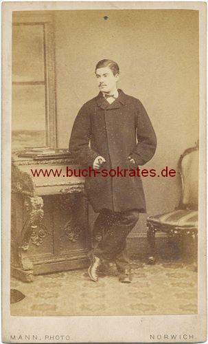 Junger Mann aus Norwich (England) im Mantel (ca. 1870)