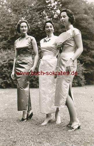 Drei Frauen in japanischem Kleid (ca. 1960)