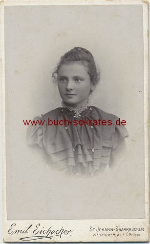 Junge Frau aus St. Johann-Saarbrücken (ca. 1900)