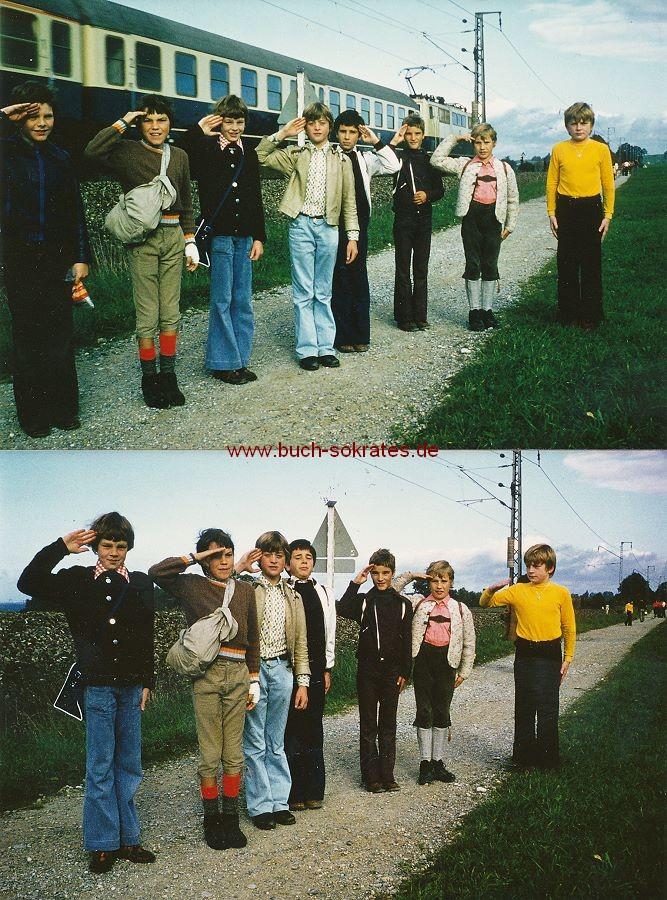 Foto Schüler aus Murnau am Staffelsee / Bayern beim Wandertag militärisch salutierend (1976)