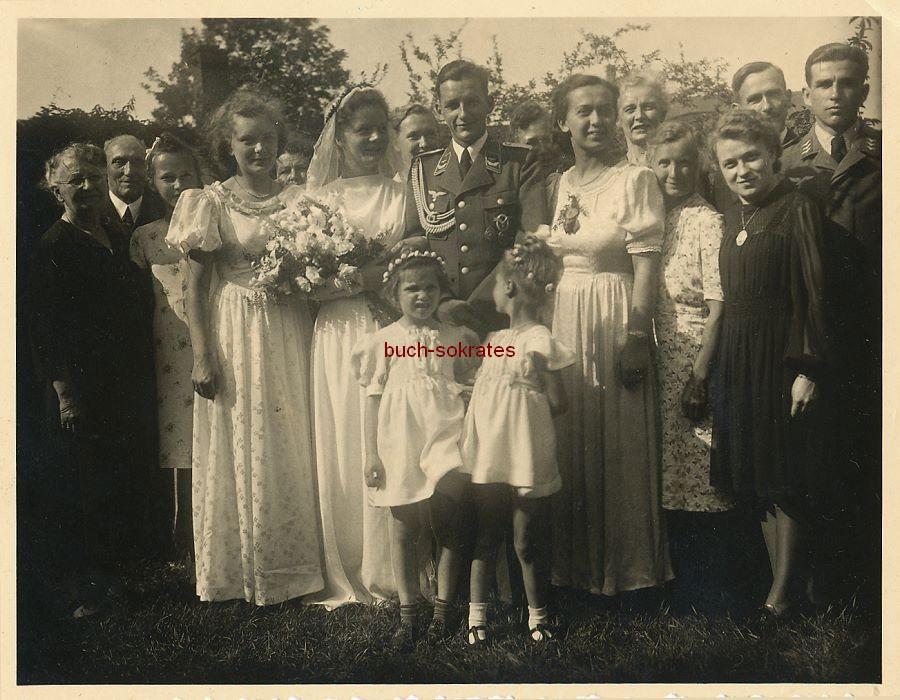 Foto Hochzeit mit Bräutigam in Uniform (ca. 1940)