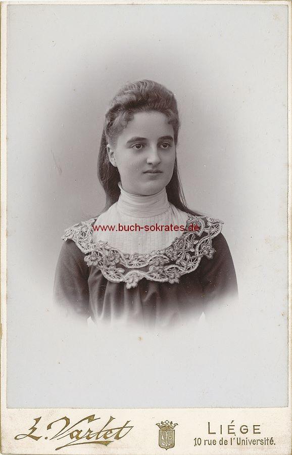 Junge Frau aus Lüttich / Liege (ca. 1900)