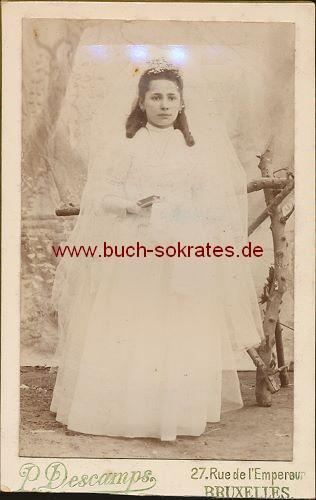 Junge Frau aus Brüssel / Bruxelles (Belgien) Kommunion (ca. 1900)