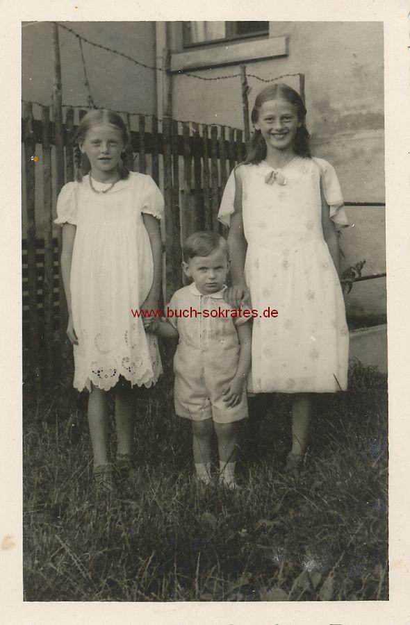 Foto Drei Kinder im Garten (1934)