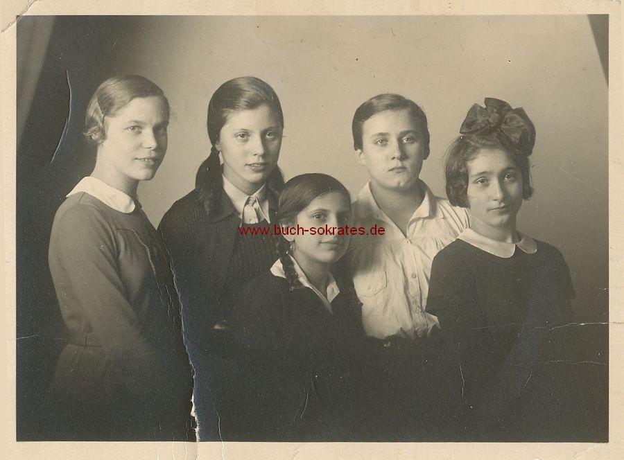 Foto Mächen/junge Frauen aus St. Ingbert im Atelier (ca. 1925)