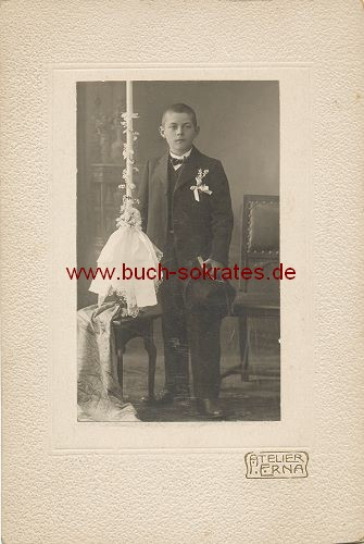 Junge aus Frankfurt oder Höchst bei Kommunion (ca. 1900)