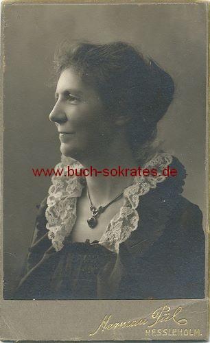 Frau mittleren Alters aus Hessleholm / Hässleholm (Schweden) als Rembrandt-Bildnis (ca. 1890)