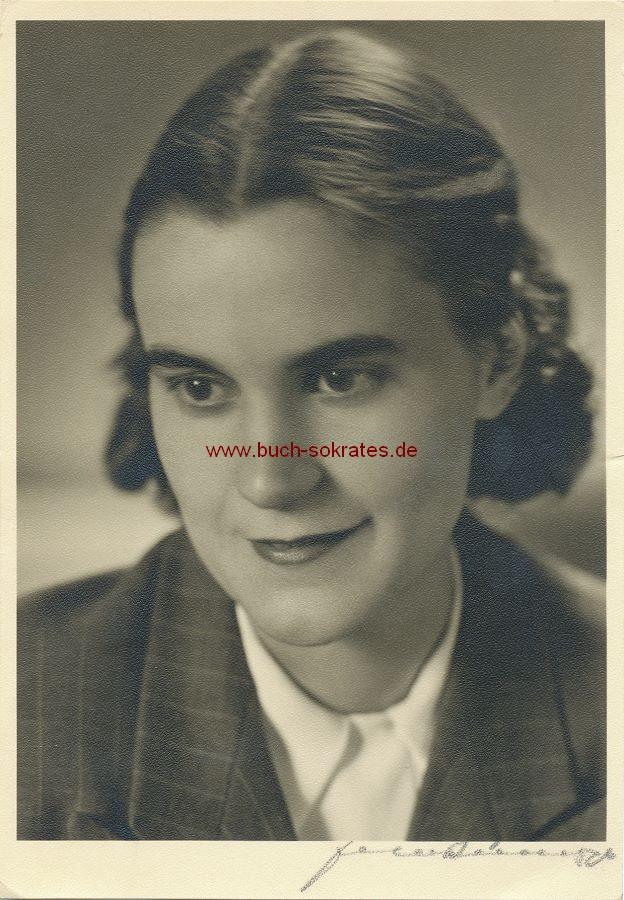 Foto Junge Frau aus Aachen im Jackett  (1950)