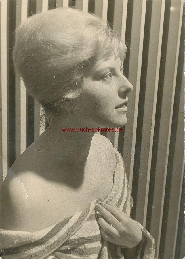 Foto Junge attraktive Blondine aus Hildesheim, schulterfrei (ca. 1960)