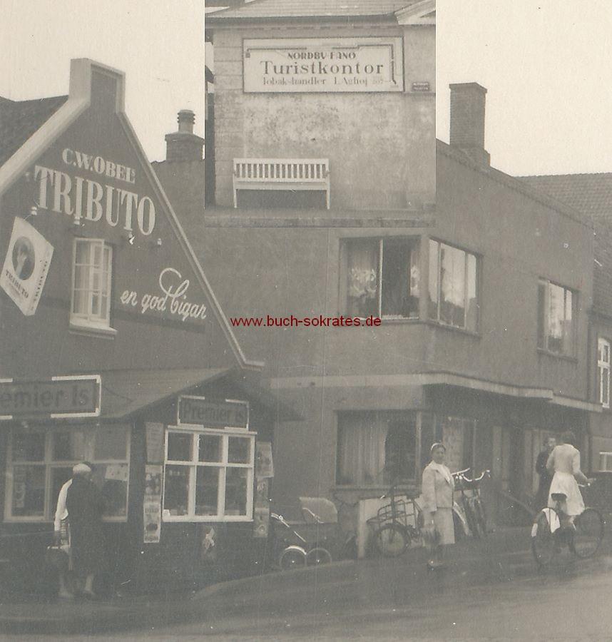 Foto Ansicht Tondern / Tønder (Dänemark) mit Tabakladen und Eisladen: Nordby Fano Turistkontor Tobakshandler L. Aghoj und C.W. Obel s Tributo en god Cigar (1956)