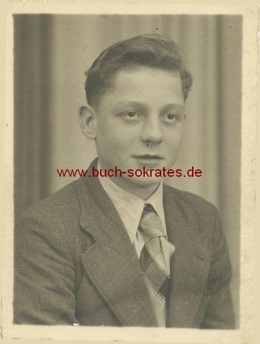 Junger Mann aus Aachen im Anzug (ca. 1955)