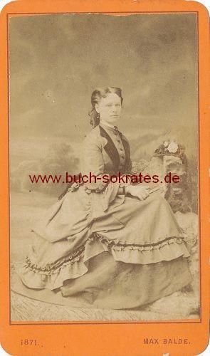 CdV Foto Junge Frau aus Salzburg / Österreich im weiten Rock (1871)