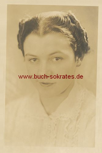 Foto-Postkarte junge Frau aus Delft (ca. 1920)