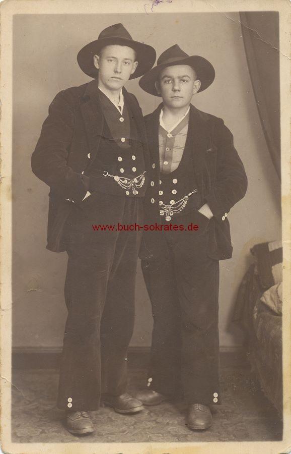 s/w-Foto-Postkarte Wandergesellen Handwerker Zimmermänner auf Wanderschaft Walz (ca. 1925)