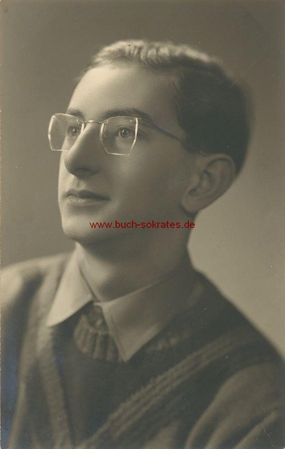 Foto Junger Mann aus Herve / Belgien mit randloser Brille (1955)