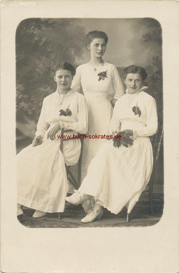 s/w-Foto-Postkarte 3 junge Frauen aus Königstein / Sächsische Schweiz bzw. Dresden (1916)