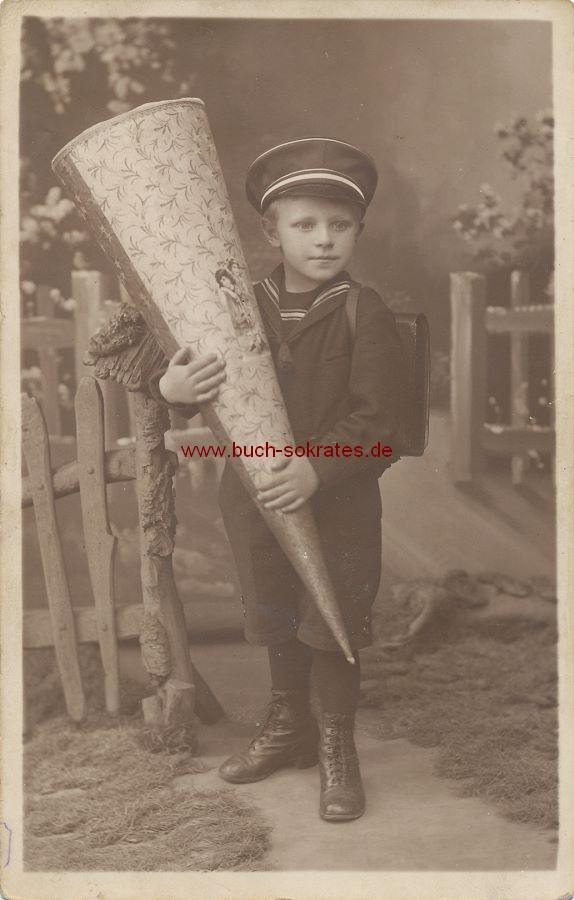 s/w-Foto-Postkarte Kleiner Junge aus Meerane mit Schultüte (1926)