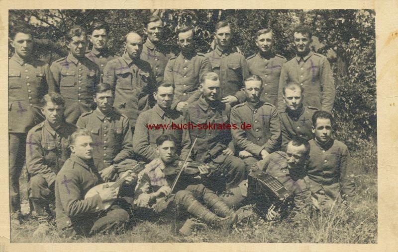 s/w-Foto-Postkarte Gruppe Soldaten mit Musik-Instrumenten (ca. 1920)