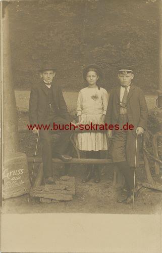 s/w-Foto-Postkarte Junges Mädchen mit 2 eleganten Jungen - Pillnitz (ca. 1920)