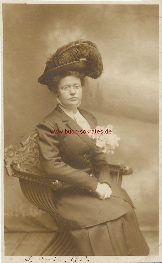 s/w-Foto-Postkarte Frau mittleren Alters aus Atlantic City / New Jersey mit Hut mit großer Feder (1910)