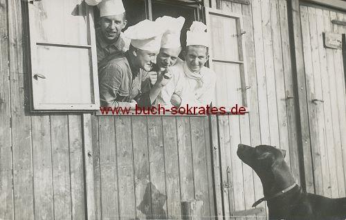 Foto-Postkarte Köche ärgern Hund (1935)