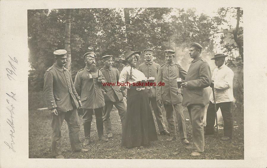 Foto Einige Soldaten beim Kompanie-Fest an der Lorettohöhe / Lens  - Erster Weltkrieg (1916)