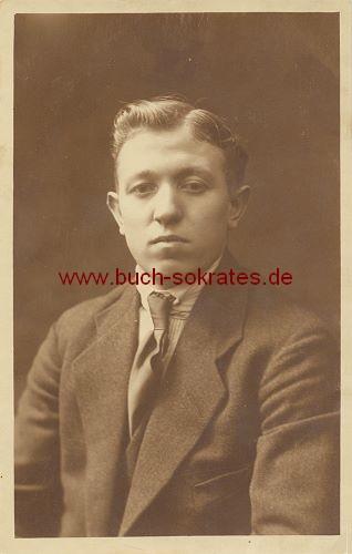 s/w-Foto-Postkarte Junger Mann aus Maastricht im Anzug mit Krawatte (ca. 1920)