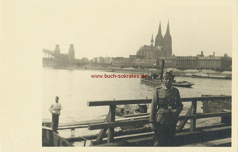 Foto Soldaten 2. WK bei Brückenbauarbeiten vor Kölner Dom (1944)