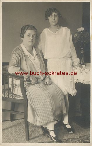 s/w-Foto-Postkarte 2 Frauen aus Wien (ca. 1925)