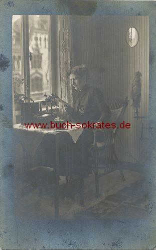 Foto-Postkarte Frau mittleren Alters aus Gotha (ca. 1920)