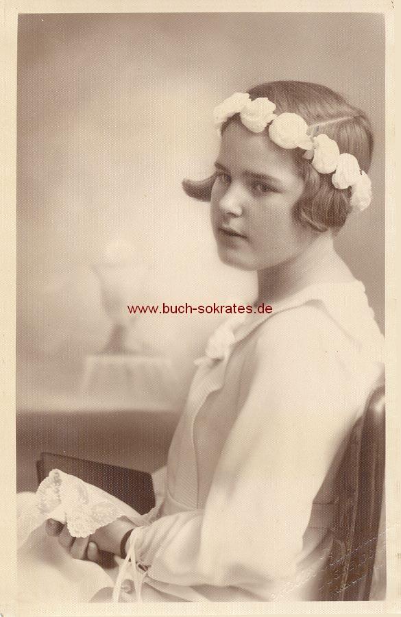 s/w-Foto-Postkarte Mädchen aus Düsseldorf zur Kommunion/Konfirmation (ca. 1930)