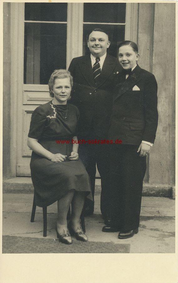 Foto Konfirmand aus Bad Berneck / Bayern mit den Eltern (1948)