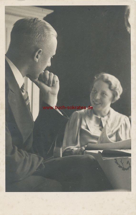 s/w-Foto-Postkarte Mann u. Frau im Gespräch (ca. 1930)